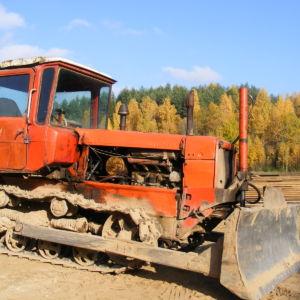 Заказать услуги Бульдозер ДТ‐75 в Москве и Московской области